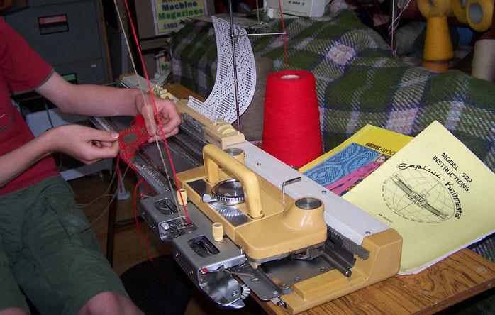 Knitmaster 323 Knitting Machine