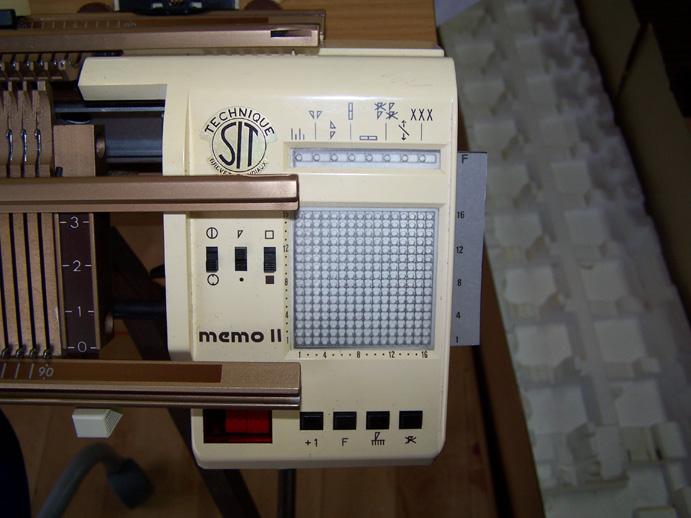 Singer Memo II