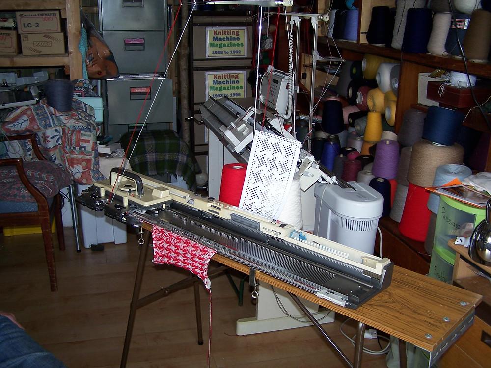 Knitmaster 700 punchcard knitting machine