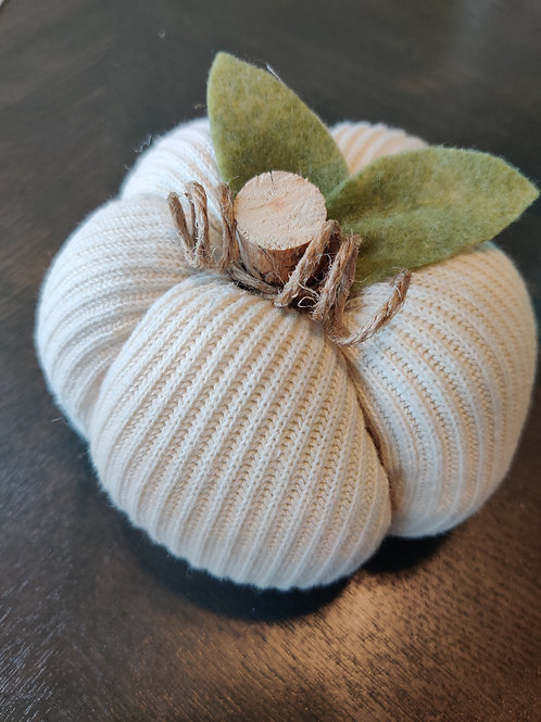 Medium Cream Sweater Pumpkin