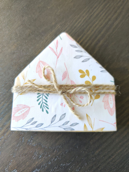 "Light Floral Mini Wood House 3.5"""