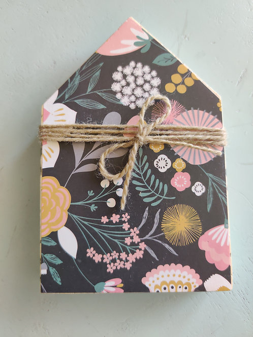 "Dark Floral Mini Wood House 5.5"""