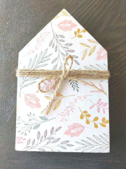 "Light Floral Mini Wood House 5.5"""