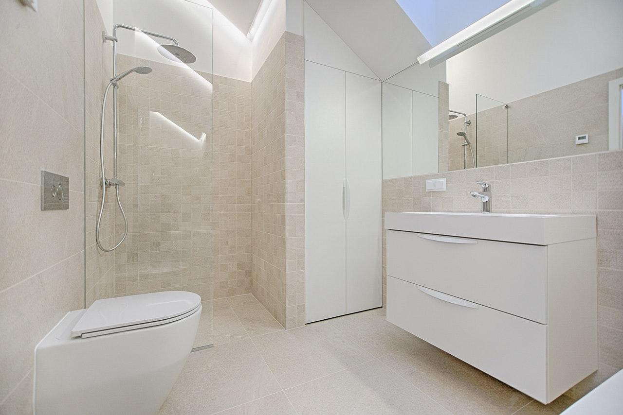 Kylpyhuonemontin hinta - Tutustu toteutuneisiin kylpyhuoneremonttien hintoihin