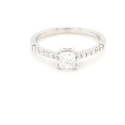 18ct Princess Cut Diamond Ring