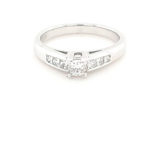 18ct Princess Cut Diamond Ring