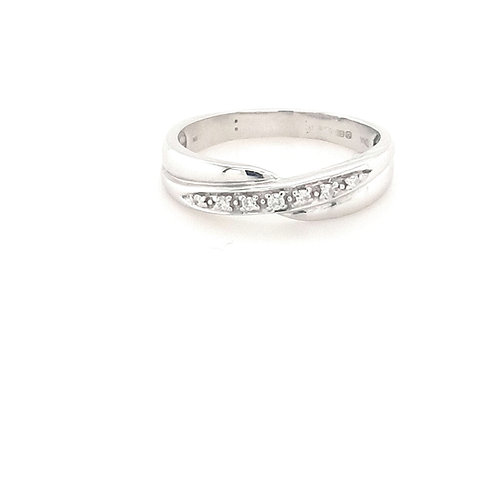 9ct Crossover Diamond Ring