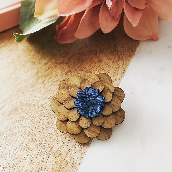 Light Wood Flower Lapel Pin