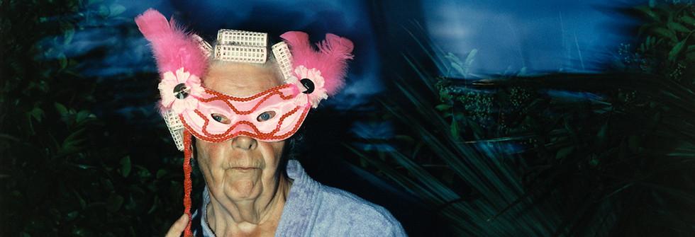 Série Anna Amerikan mummu 1995-2005,Halloween, Lake Worth, FL, Photographie, tirage argentique , 85 X 70 cm, 1995