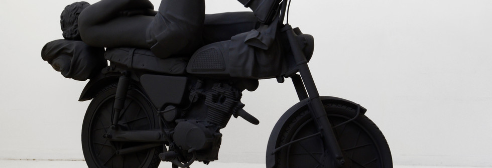 The Sleeping Biker ( Série Anonymous Sculptures), resin cast, 2012
