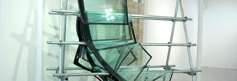 ...I love Panamarenko, Installation pare brise et acier, 290 x 240 x 240 x 150 cm, 2007