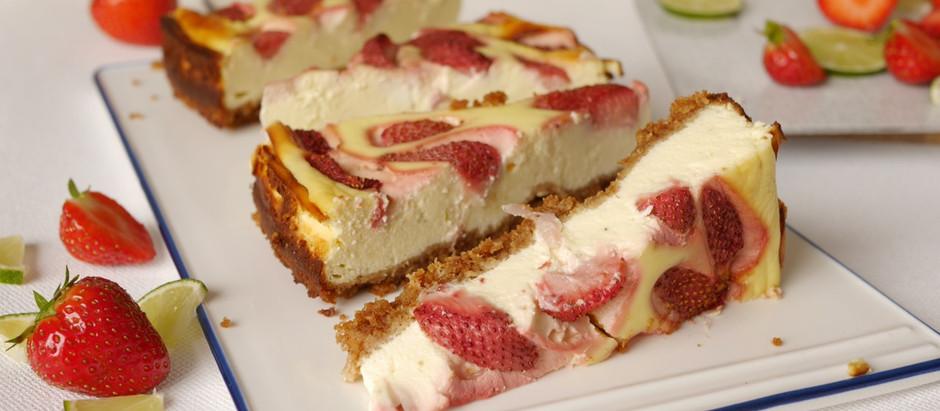 Limetten-Cheesecake mit Erdbeeren