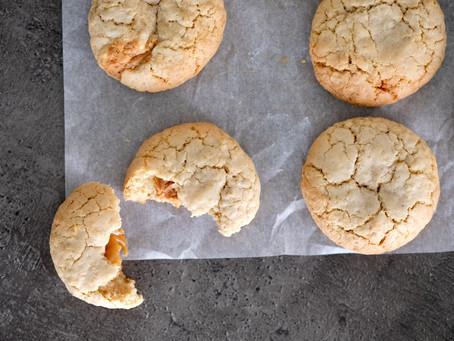 Hafercookies mit Karamell und Erdnussbutterfüllung