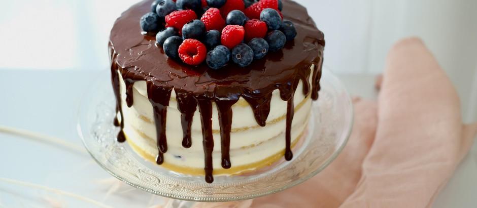 Drip Cake Torte mit Beeren