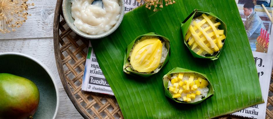 Sticky Rice mit Mango im Bananenblatt