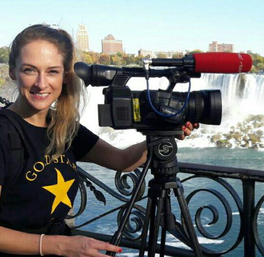 Katja posing at Niagara Falls