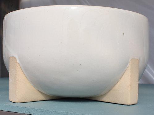 Cream pot with terracotta legs