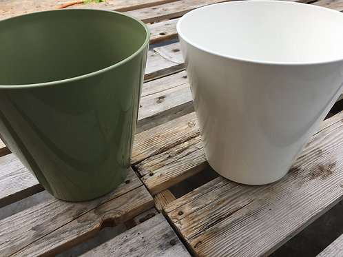 Noah hard plastic planter - 12-inch
