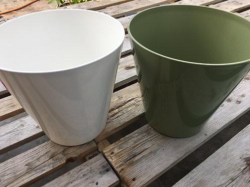 Noah hard plastic planter - 10-inch