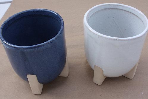 Ceramic pot with terracotta coloured legs