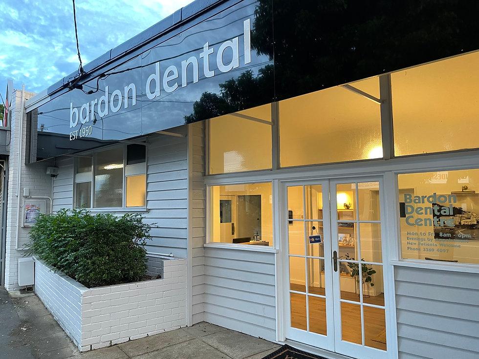 Bardon Dental Entrance