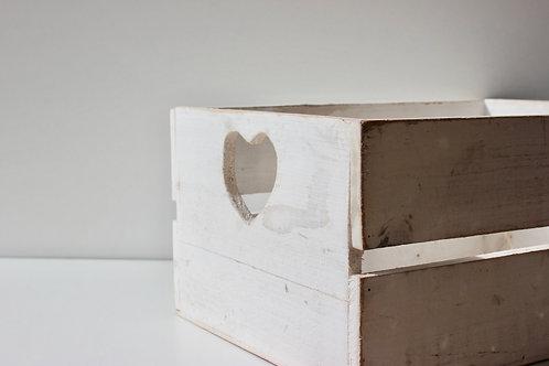 Cagette en bois avec coeurs