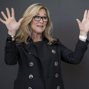 Angela Ahrendts / The power of Human Energy