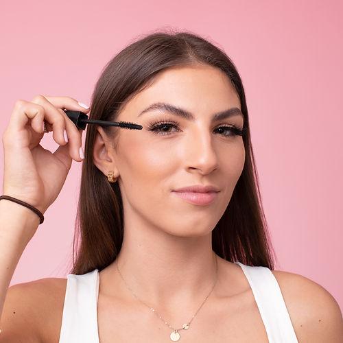 Cruelty free eyelashes on model