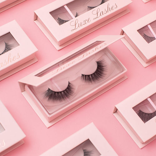 Strip eyelashes in beautiful pink magnetic boxes