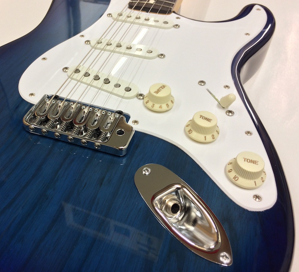 here we have a swamp ash bodied blue burst strat with a Hipshot tremolo and a set of Lollar blondes
