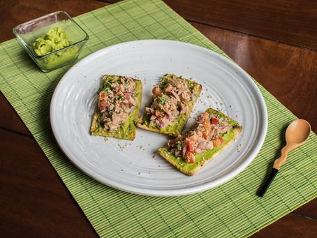 Tostaditas de Guacamole con Atún