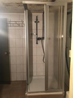 Dusche Keller.jpeg