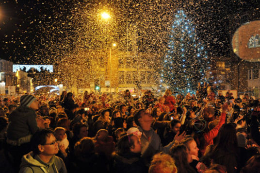 CHRISTMAS LIGHT SWITCH ON.jpg