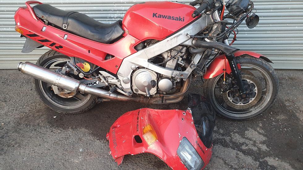 Kawasaki ZZR400 Breaking