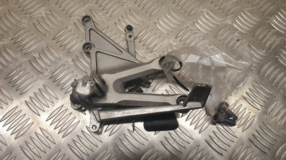 HONDA CBR1000RR RR4 RR5 Rear Set right.