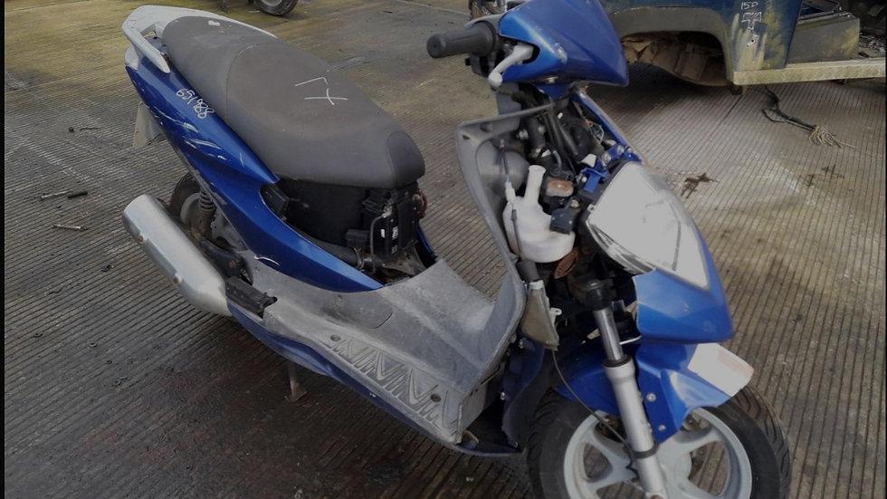 Honda SES 125cc Dylan Breaking