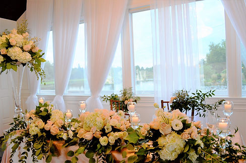 Head table blush white roses crystal can