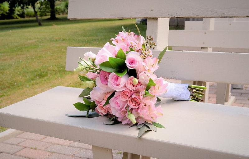 bouquet bride pink white blush greenery