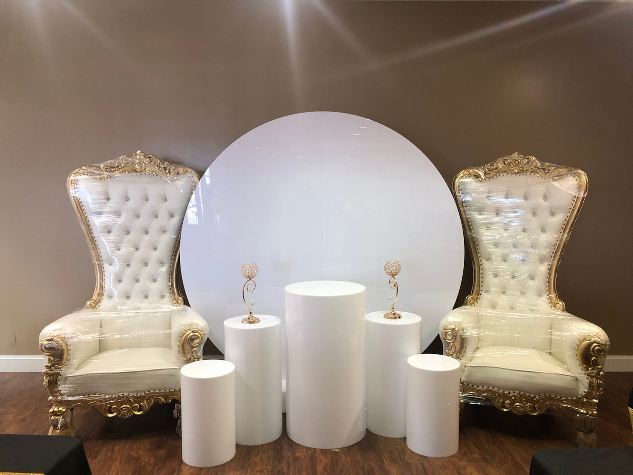 Round Backdrop Pedestals and Thrones