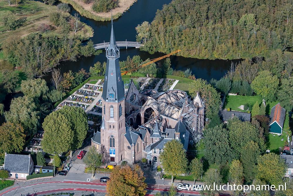 Luchtfoto na brand Urbanuskerk Bovenkerk