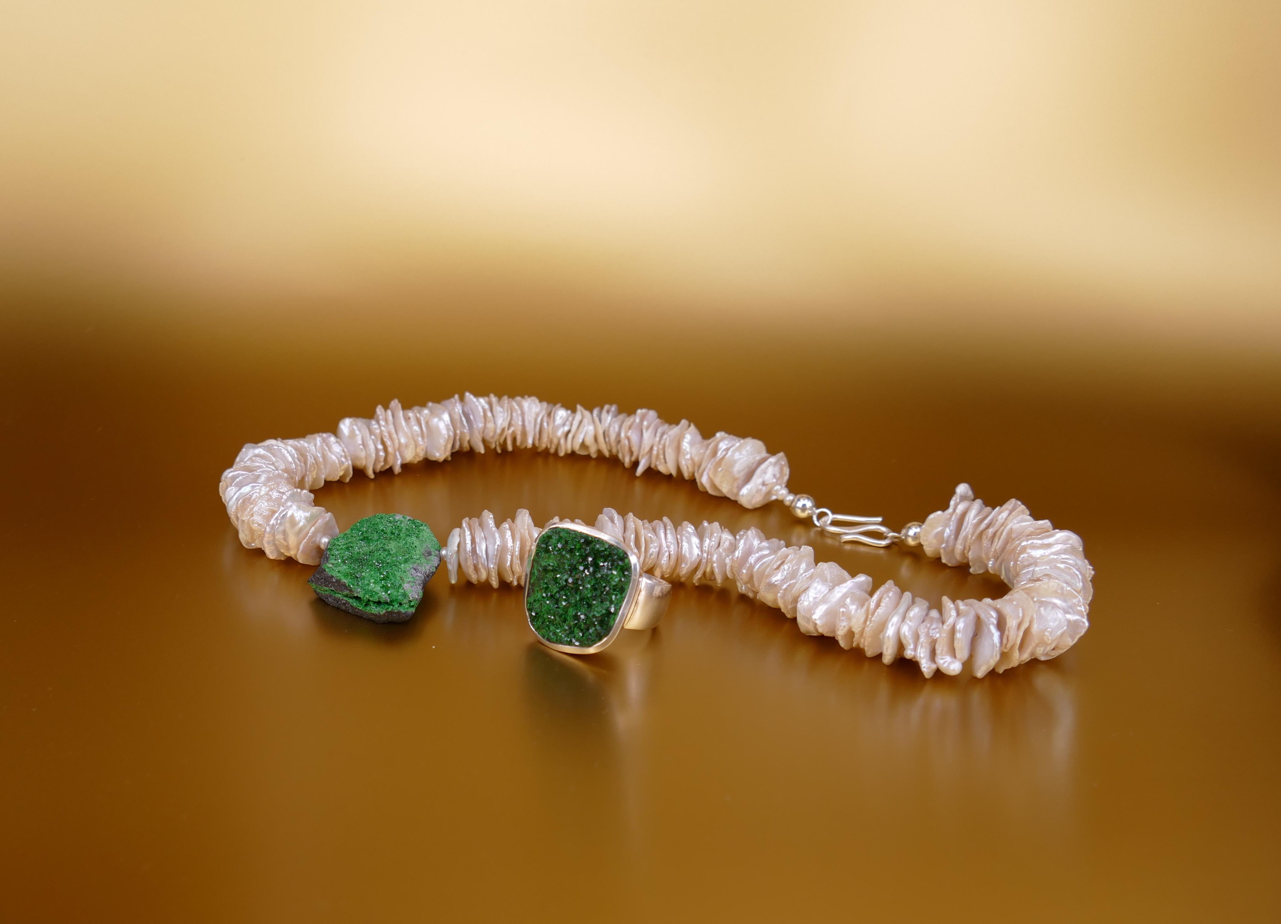 Perlenkette mit grünem Granat und Ring