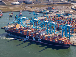 Luchtfoto's Eerste containerschip arriveert in Rotterdamse Haven