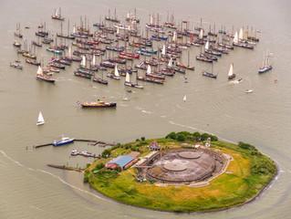 Actie historische zeilschepen op het IJmeer, luchtfoto's