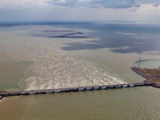 Luchtfoto's Deltawerken in Zeeland - Stormvloedkering