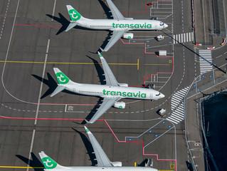 [LUCHTFOTO'S] Ook op Eindhoven Airport veel vliegtuigen aan de grond