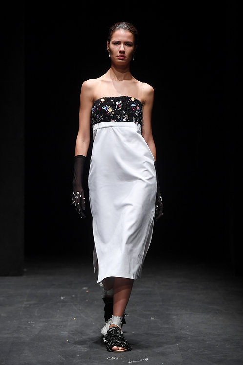 İşleme Detaylı Straplez Elbise