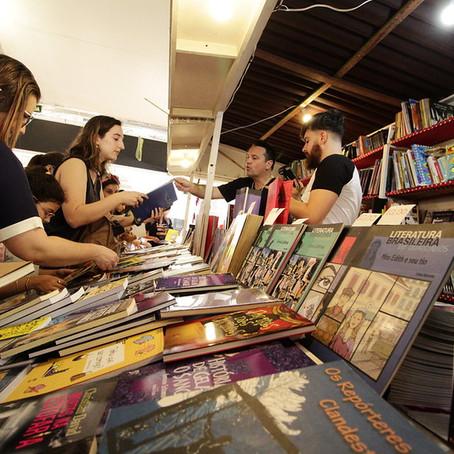 Praça, livros e autógrafos: está aberta a temporada de feiras do livro