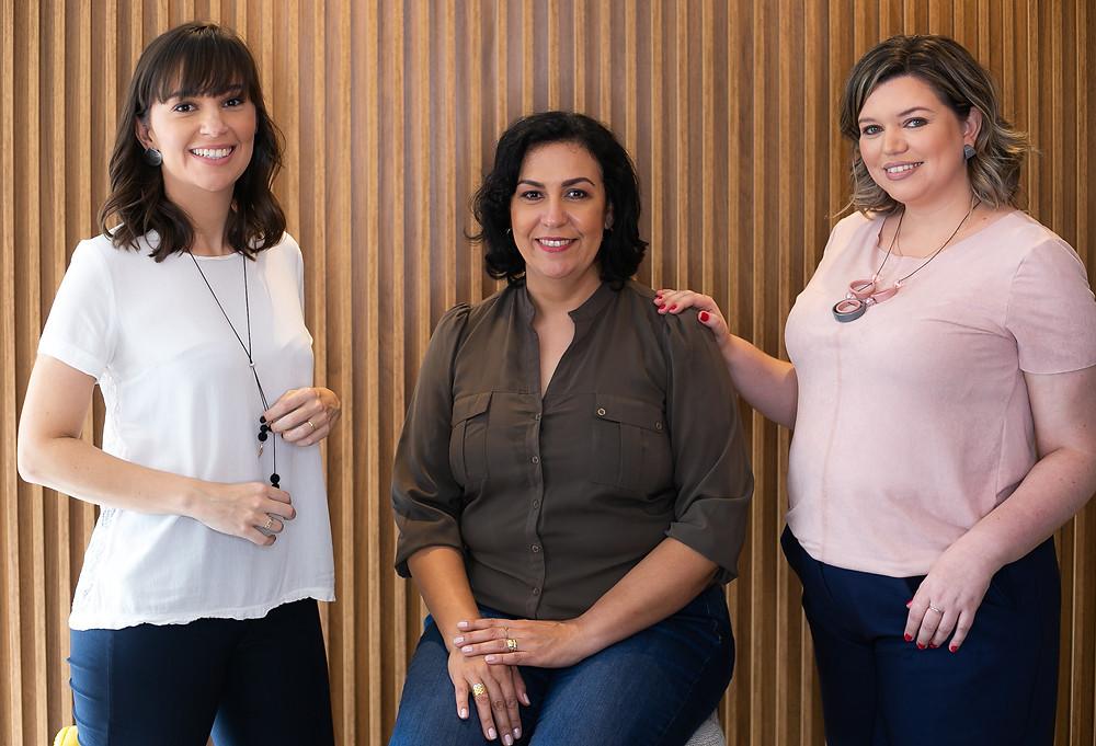Sócias da Palavra Bordada, Camila Provenzi, Maribel Lindenau e Carolina Argenti Rocha posam para foto