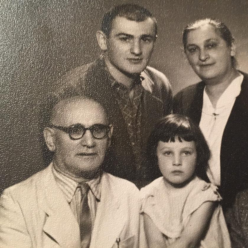 Feliksas su tėvais ir dukra