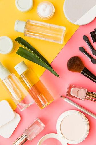overhead-view-cosmetics-makeup-natural-o